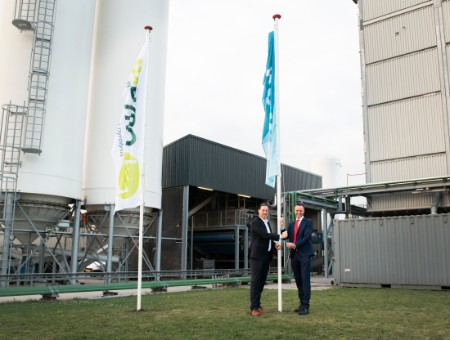 Picture above: Today at the Empyro plant in Hengelo, Gerhard Muggen, Director of BTG-BTL and Empyro, passed the proverbial baton to Marc Kapteijn, Director of Twence. Source: BTG-BTL.